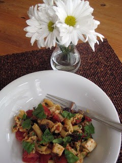 Flextarian Pasta Salad with Tomatoes, Olives, Herbs & CHEESE