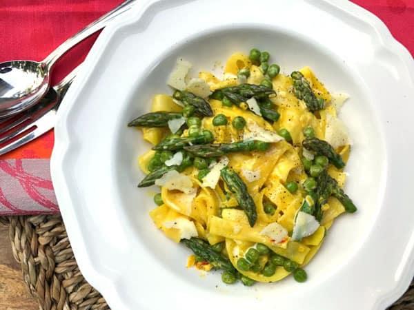 Fettuccine with Asparagus, Peas and Saffron