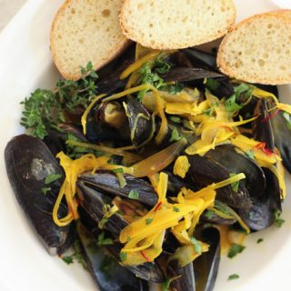 Steamed Mussels with White Wine & Saffron
