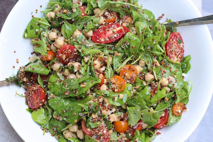 Arugula Salad with Tomatoes, Chickpeas, and Quinoa
